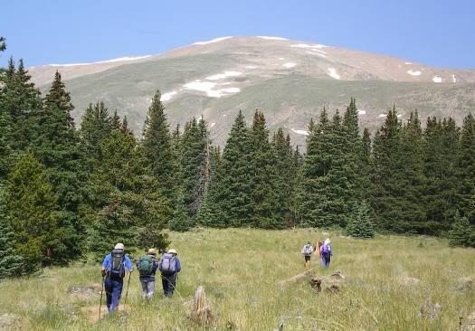一歩一歩、Mtエルバート山頂を目指す