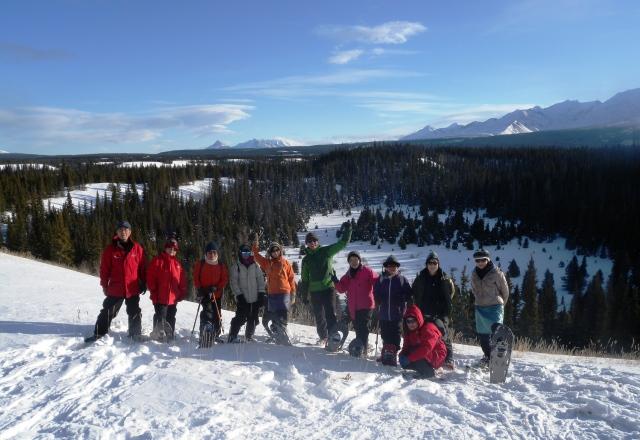 手つかずの自然を舞台にスノーシュー・ハイキング