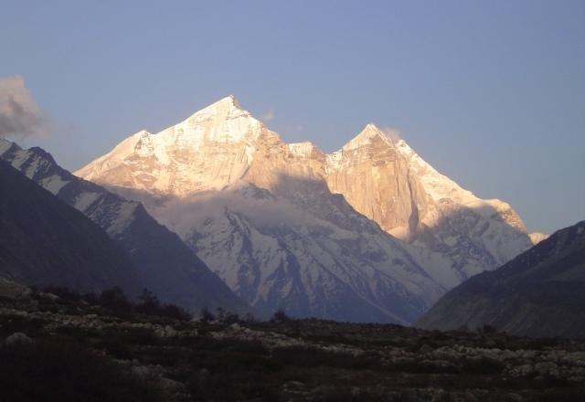 ポジュバサのキャンプ地から聖峰バギラッティを仰ぎ見る