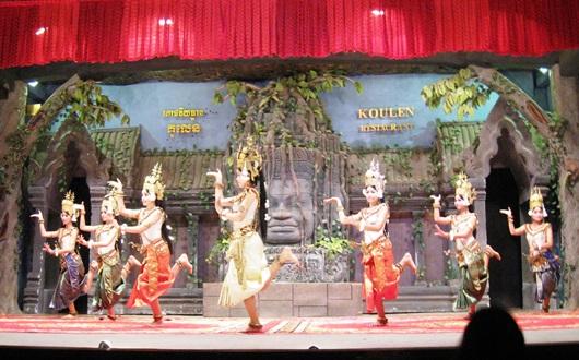 民族舞踊アプサラ・ダンスを鑑賞