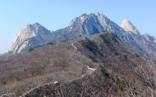 北漢山城を周遊トレッキング