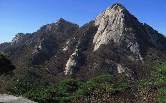 岩登りで有名な仁寿峰(インスボン)