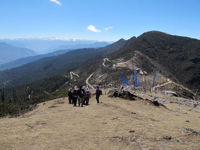 気持ちの良い尾根歩きを楽しめるチェレ峠からのハイキング