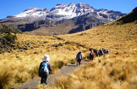 メキシコ第3のイスタシワトル峰(5,286m)展望ハイキング