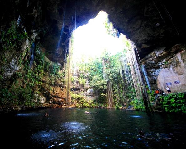 美しいセノーテの泉