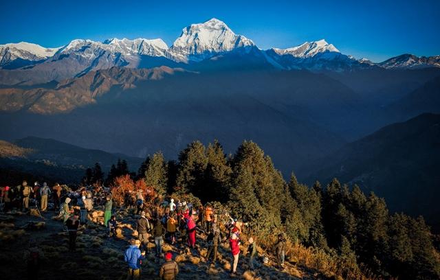 プーン・ヒルで迎えるヒマラヤの朝。正面はダウラギリI峰(8,167m)