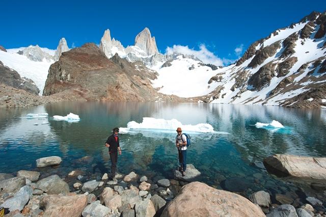 絶景の氷河湖ロストレス湖とフィッツロイ