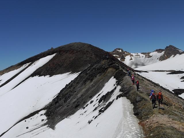 ルアペフ山頂手前のドームピーク