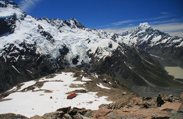 Mt.オリビエから氷河を抱いたメインディバイド(分水嶺)とMt.クックの絶景をのぞむ