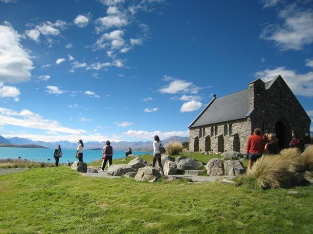 善き羊飼いの教会とテカポ湖の風景はNZを代表する