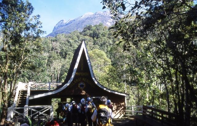 キナバル登山口。いよいよ4,000m峰登山がスタート!