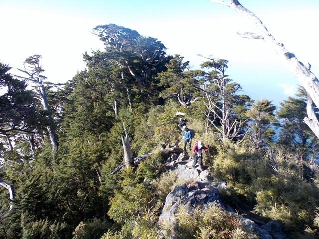 北大武山や稜線を行く