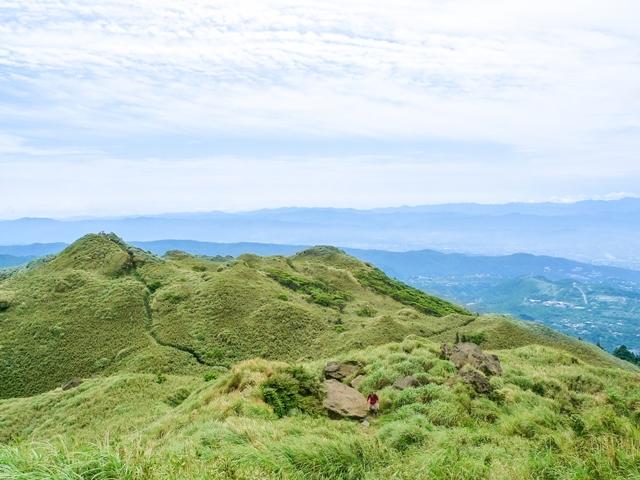 台北市最高峰の七星山(ナナホシヤマ/1,120m)は、山肌に広がる草原と台北市を見下ろす眺望が美しい