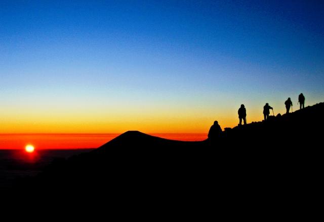 マウナケア山頂より美しいサンセット (ハワイ島)