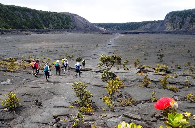 キラウエア・イキ火口の中を歩いて縦断。地球のエネルギーを感じる(ハワイ島)
