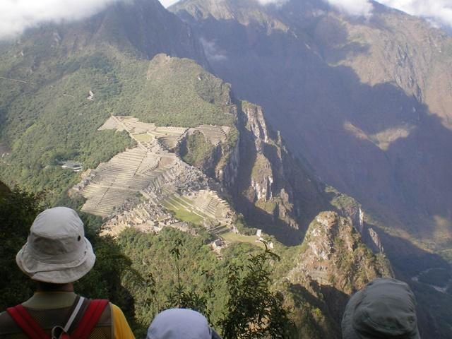 ワイナピチュ山頂からのマチュピチュ遺跡