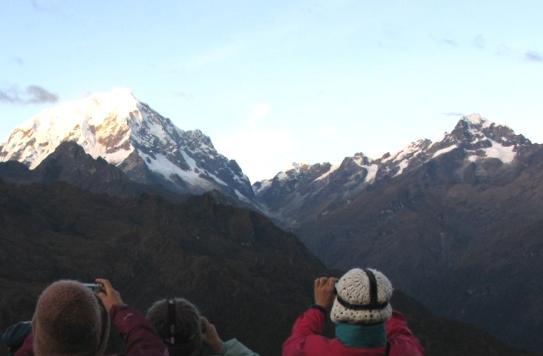 キャンプサイトより望むサルカンタイ峰(トレッキング3日目)