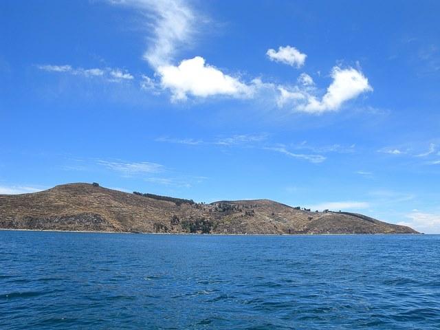 チチカカ湖に浮かぶ太陽の島