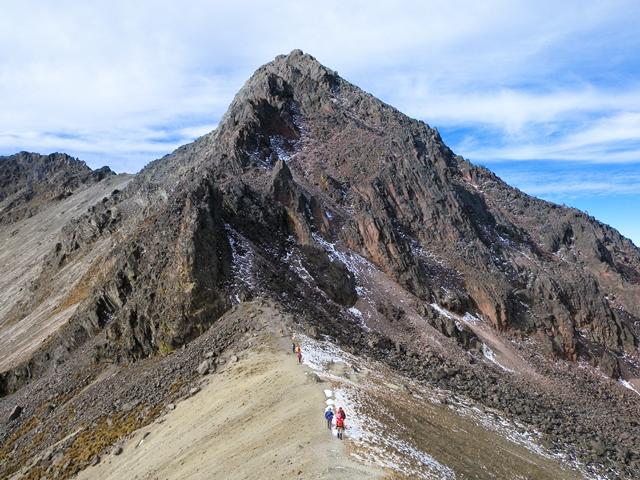 トルーカ山北峰(4,620m)を目指す