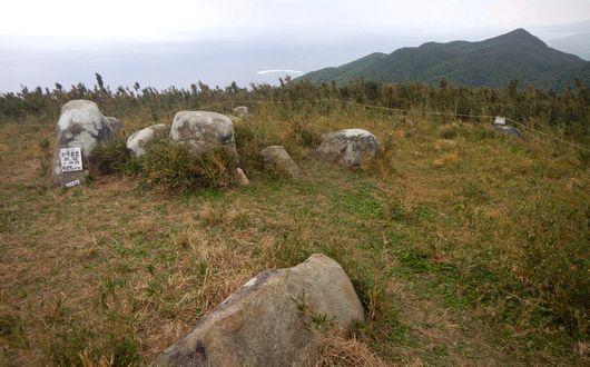 展望の良い沖縄県最高峰・於茂登岳山頂