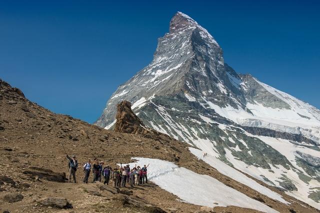 マッターホルンが間近に迫るヘルンリ小屋を目指すハイキング