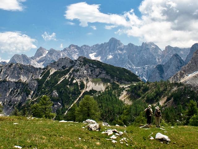 好展望の台地スレメからの展望、中央やや右がスクラティカ峰(2,740m)