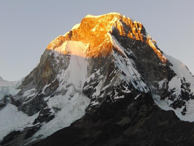 夕日に燃えるワスカラン北峰北東壁