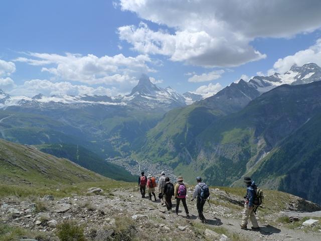 3,400m峰オーバーロートホルン登頂の余韻に浸りながら下る