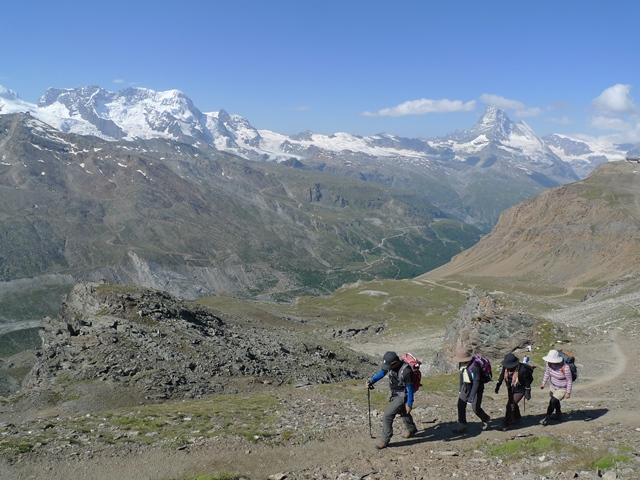 オーバーロートホルン山頂を目指す