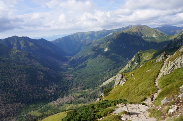 タトラ山脈は、ポーランドとスロバキアの国境をまたいで国立公園に指定されている