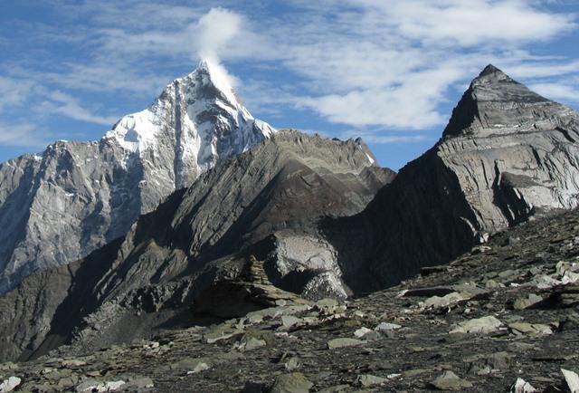 大姑娘山(5,025m)山頂から望む四川省の秀峰・四姑娘山(6,250m)