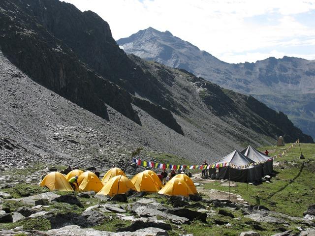 カールの中にある第1キャンプ(4,300m)