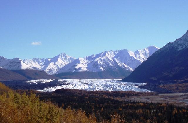 チュガッチ山脈から流れてくるマタヌスカ氷河