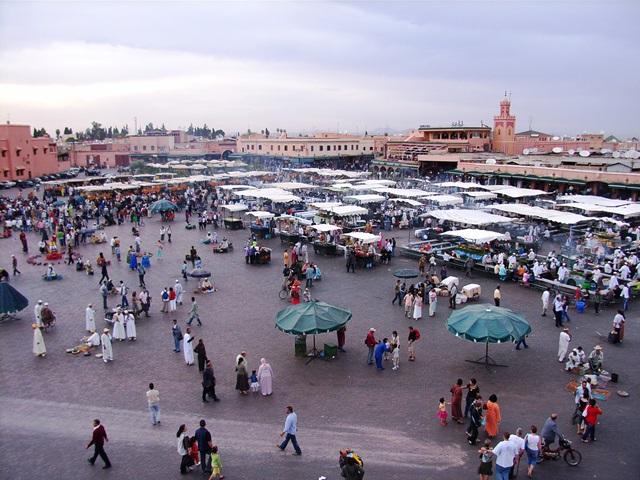 熱気あふれるマラケシュのジャマエルフナ広場