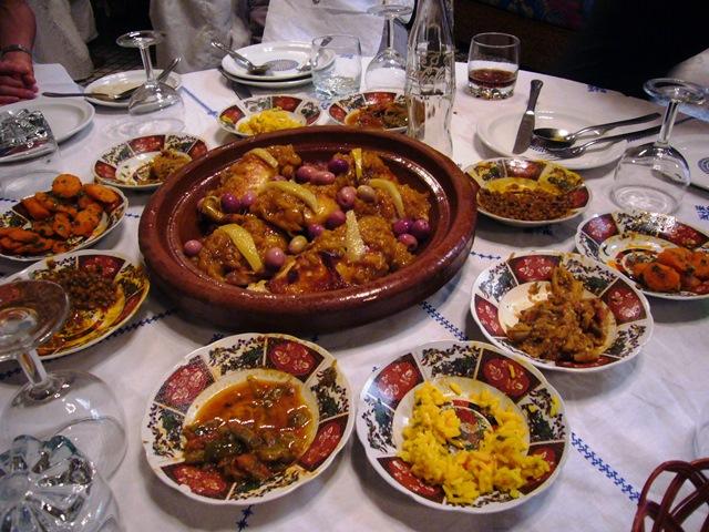 モロッコならではのタジン料理やクスクス