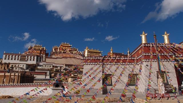 雲南の小ポタラ宮と称される松賛林寺