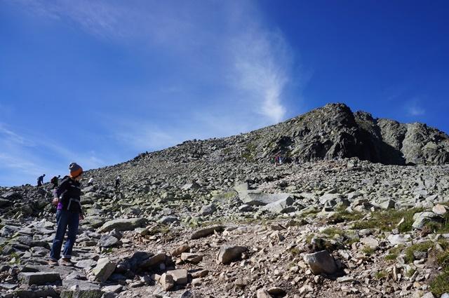 ポーランド最高峰リシィ山(2,499m)の山頂をのぞむ