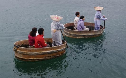 佐渡名物たらい舟の乗船体験