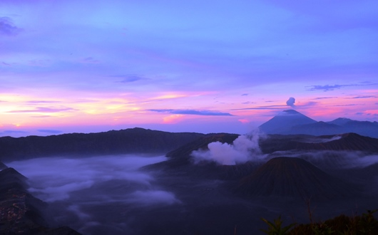プナンジャカン展望台から望む美しい朝焼け