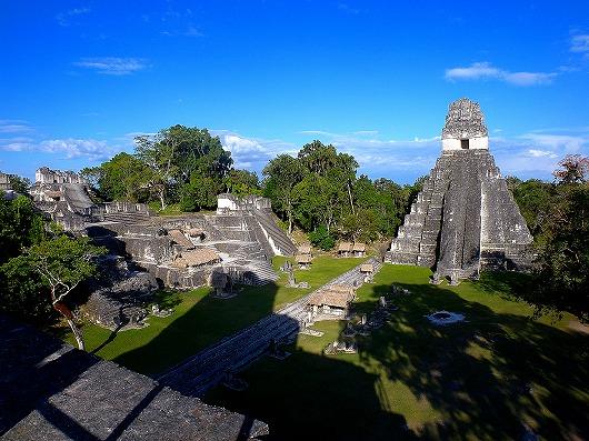世界遺産ティカル遺跡のグラン・プラサとⅠ号神殿