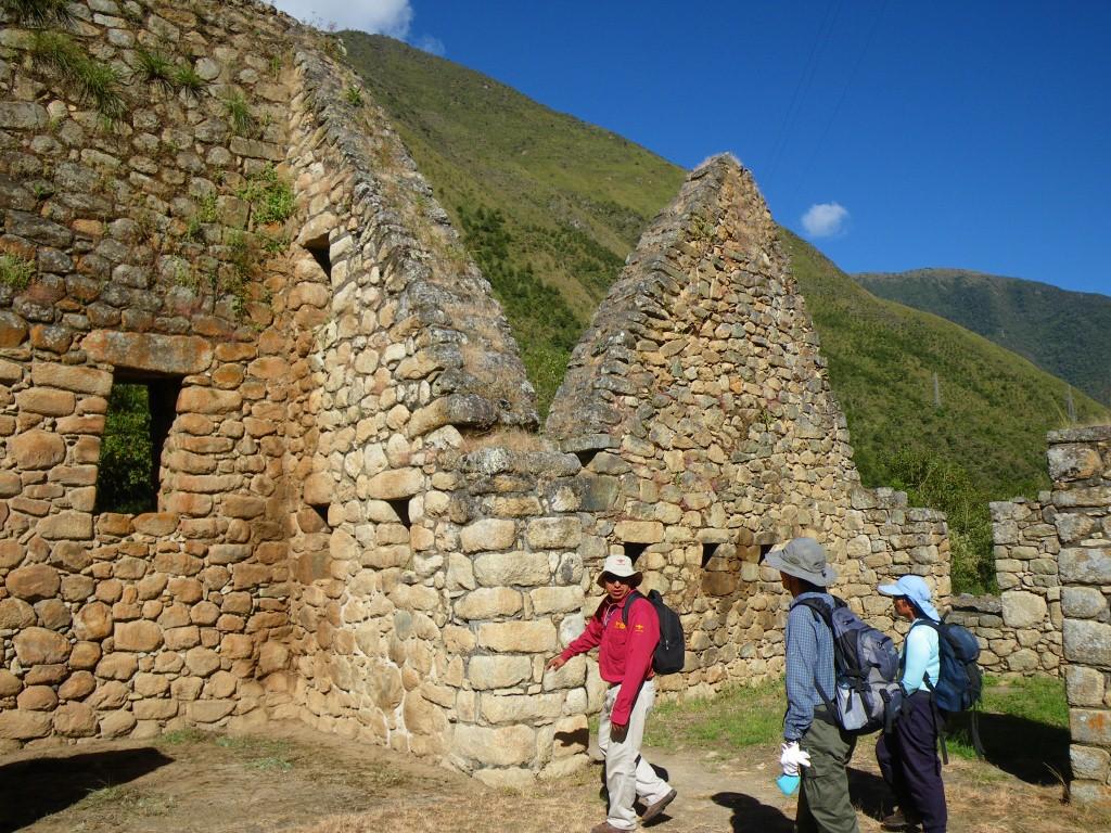 日程4日目:インカ・トレイル1日ハイキング(写真は登山口付近にあるチャチャバンバ遺跡)