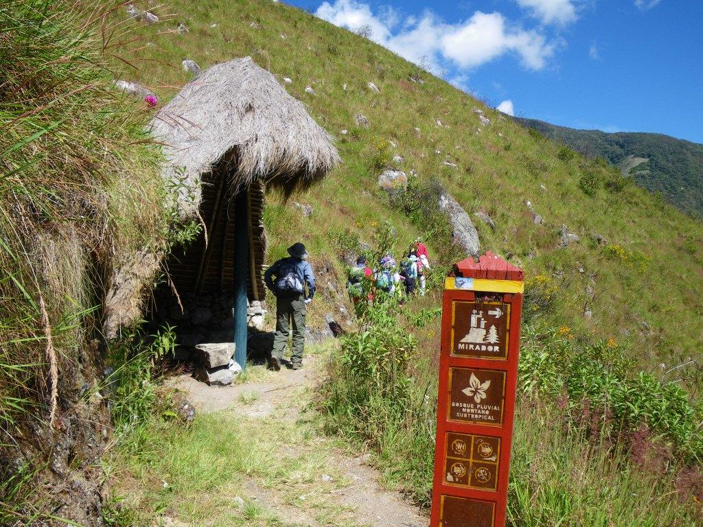インカ・トレイル1日ハイキングコースには、所々に休憩所あり。