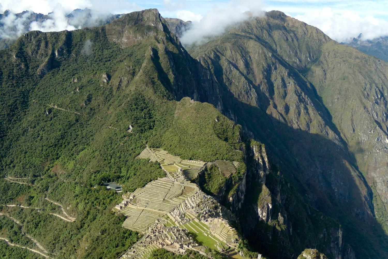 ワイナピチュ山(2,690m)から見たマチュピチュ遺跡