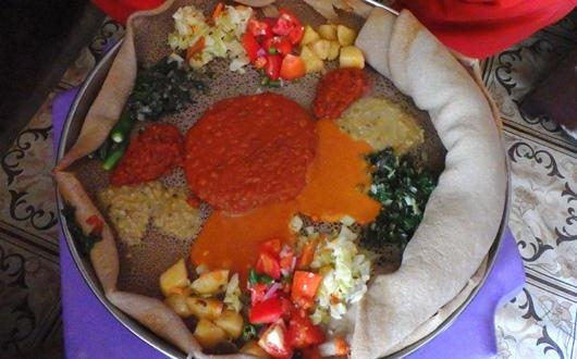 エチオピアの国民食インジェラ