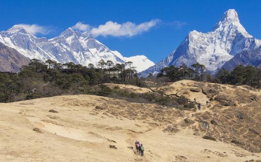 ヒマラヤの高峰に囲まれながら