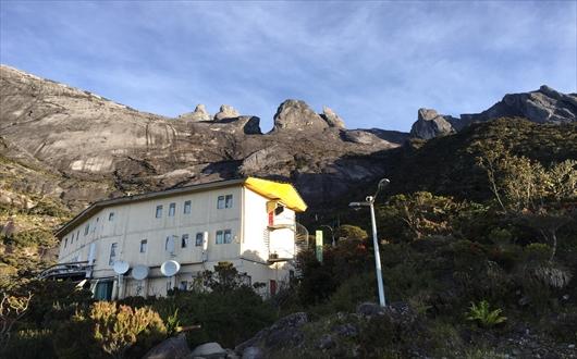 標高3300mに建つラバンラタ小屋