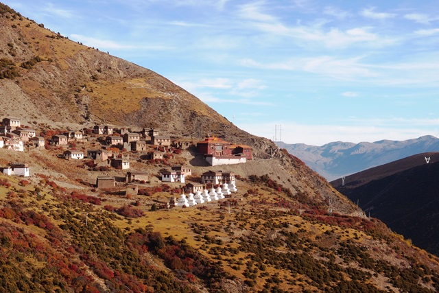 稲城(ダオチェン)周辺にあるサキャ派のチベット寺院