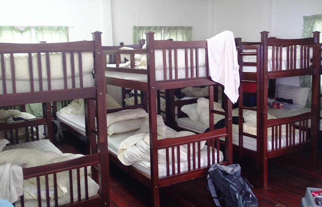 寝具の完備された部屋