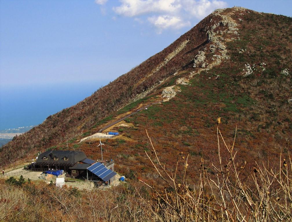 雪岳山最高峰・大青峰(テチョンボン)と中青(チュンチョン)山荘