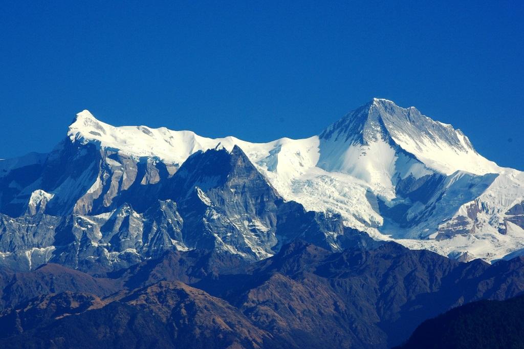 サランコットからのアンナプルナⅣ峰(左/7,525m)とⅡ峰(右/7,937m)